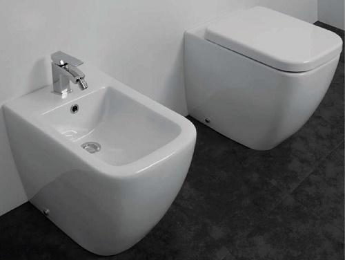 Sanitari a terra filo muro vaso wc bidet sedile square for Sanitari filo muro